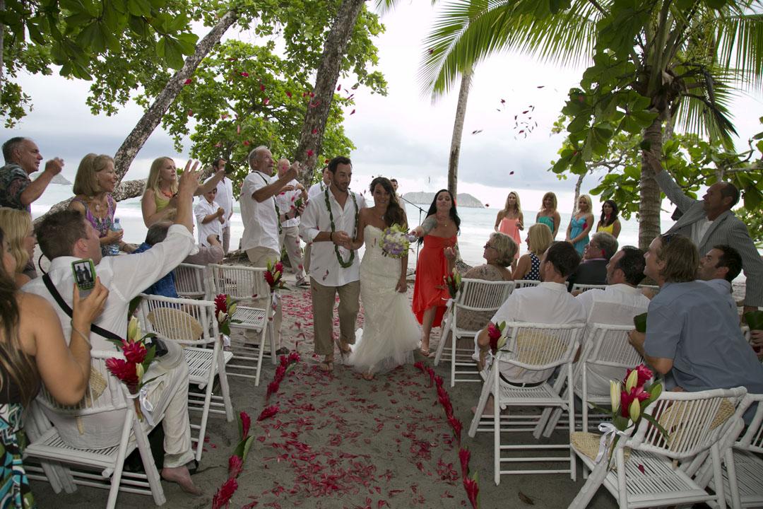 Manuel antonio wedding ceremony on the beach bride and for Weddings in costa rica