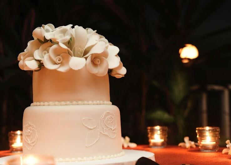 ivory-wedding-cake