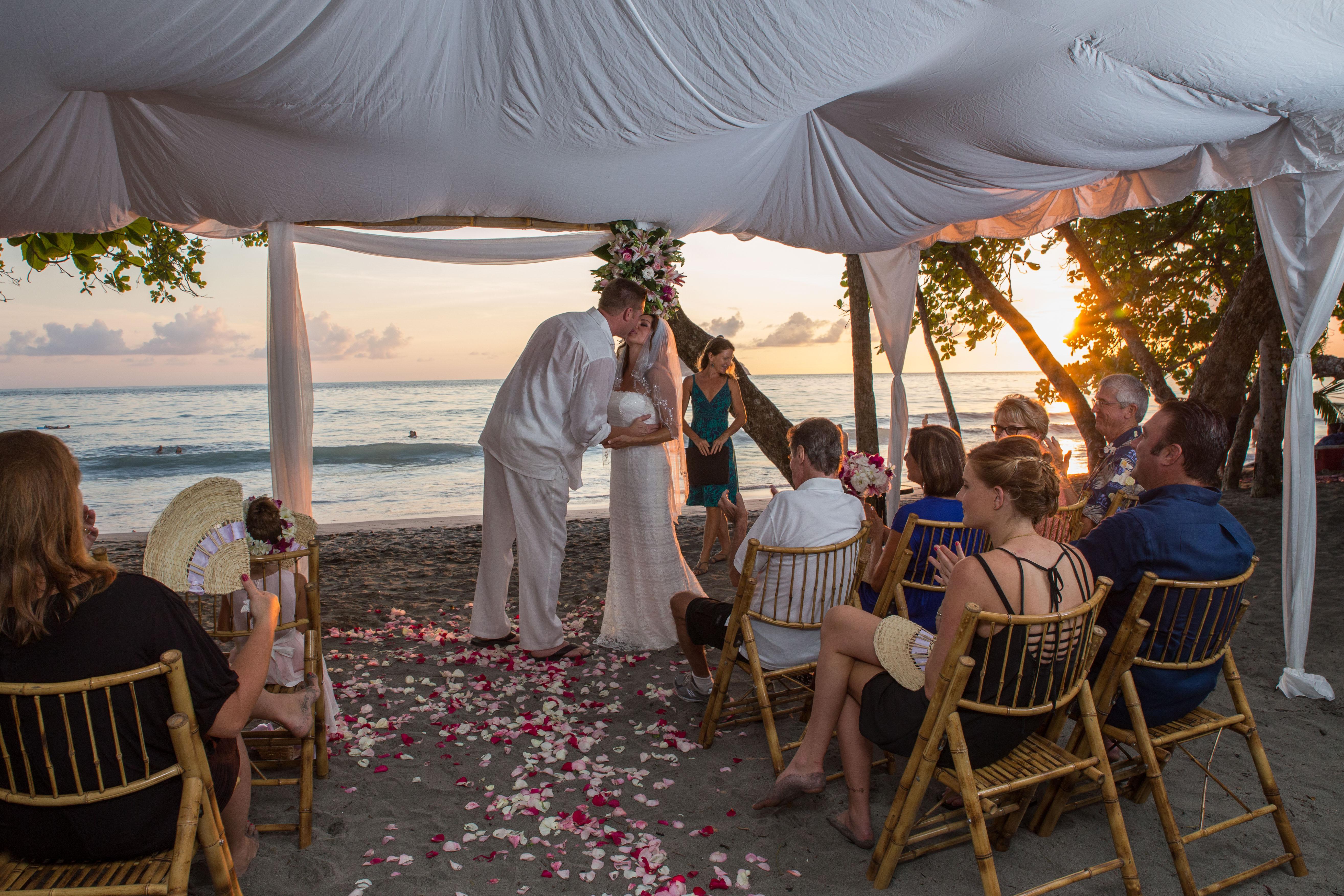 beach wedding manuel antonio