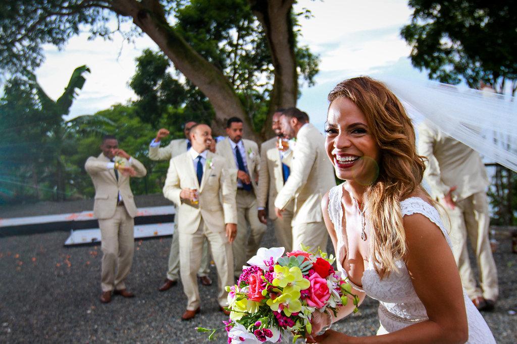 bride-with-groomsmen