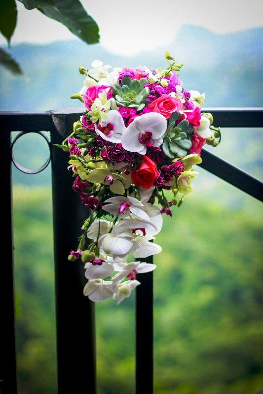 villa-caletas-orchid-bridal-bouquet