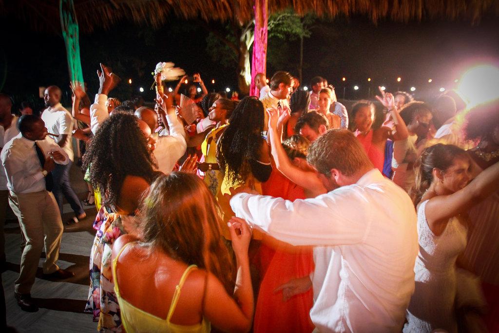 villa-caletas-rancho-dancing-at-reception